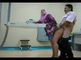 Malayo sexo Video esposa follado Doggystyle en la sala x